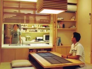 Comedores de estilo moderno de 株式会社 atelier waon Moderno