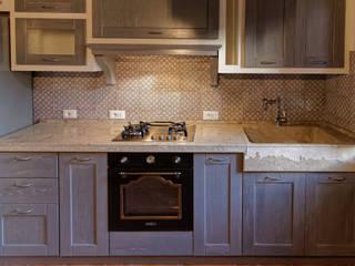 CusenzaMarmi Rustic style kitchen Stone Grey
