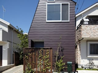 House in Setagaya シキナミカズヤ建築研究所 Modern Houses Iron/Steel Brown