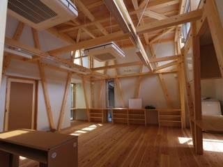 S教室 斜めの柱 クラシカルな 家 の 木造トラス研究所・株式会社 合掌 クラシック