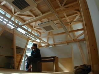 S教室 斜めの柱 オリジナルな 家 の 木造トラス研究所・株式会社 合掌 オリジナル