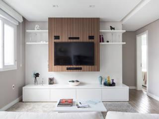 Minimalist living room by homify Minimalist Wood Wood effect