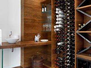 Márcia Carvalhaes Arquitetura LTDA. Bodegas de vino de estilo moderno