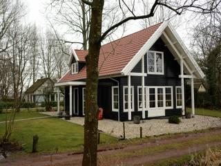 Casas de estilo rural de ScanaBouw BV Rural