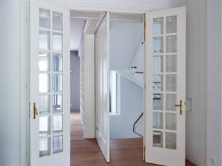 Pintu & Jendela Modern Oleh Mayr & Glatzl Innenarchitektur Gmbh Modern