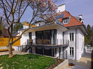 Rumah Modern Oleh Mayr & Glatzl Innenarchitektur Gmbh Modern