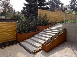 Terrazas de estilo  por Mayr & Glatzl Innenarchitektur Gmbh