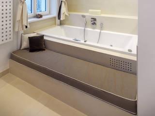 Baños de estilo clásico de Mayr & Glatzl Innenarchitektur Gmbh Clásico