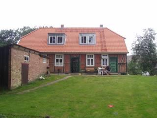 Denkmalgeschütztes Bauernhaus in der Lenzerwische von architekturbüro civitas Dr. Regina Bolck & Rüdiger Reißig Landhaus