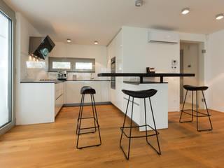 Cocinas de estilo  por SMART LIVING GmbH, Minimalista