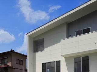 Casas de estilo moderno de artect design - アルテクト デザイン Moderno