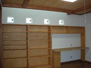 曲がった梁のある家 オリジナルデザインの 書斎 の 吉村1級建築士事務所 オリジナル