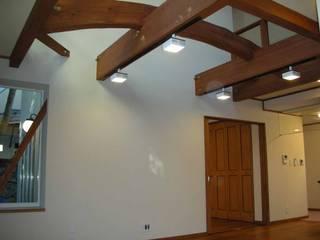 曲がった梁のある家 オリジナルデザインの リビング の 吉村1級建築士事務所 オリジナル
