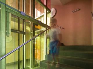 Kleinwohnungen - Umbau und Aufstockung Moderner Flur, Diele & Treppenhaus von U1architektur Modern