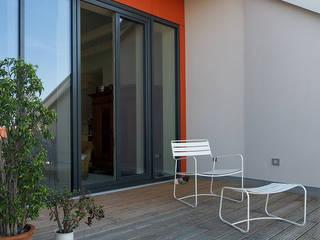Balcones y terrazas de estilo clásico de Planungsgruppe Barthelmey Clásico