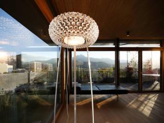 Aufstockung Wohnhaus: moderne Wohnzimmer von U1architektur