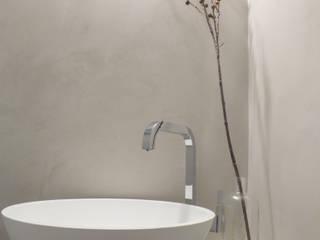 Salle de bain moderne par Mirna Casadei Home Staging Moderne