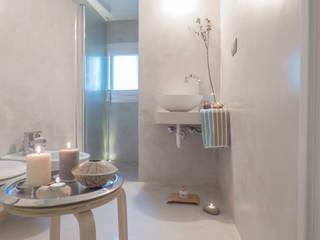 Modern bathroom by Mirna Casadei Home Staging Modern