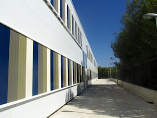Paredes e pisos modernos por DosiCreatius Moderno