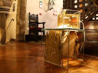 CONTINUOS | Lampada e tavolino presso Hotel Saturnia & International Venezia:  in stile  di Arch. Laura Cera | KERA ecodesign