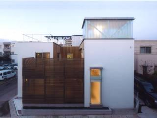 Casas modernas de ツチヤタケシ建築事務所 Moderno