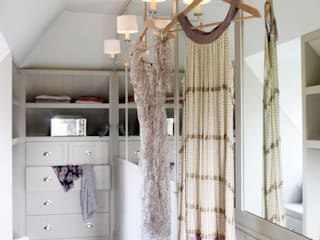 homify Dressing roomWardrobes & drawers