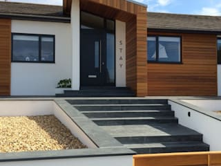 Stay House Remodel, Widemouth Bay, Cornwall Case moderne di The Bazeley Partnership Moderno