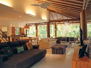 Phòng khách phong cách mộc mạc bởi RAC ARQUITETURA Mộc mạc