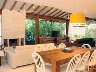 Phòng ăn phong cách mộc mạc bởi RAC ARQUITETURA Mộc mạc