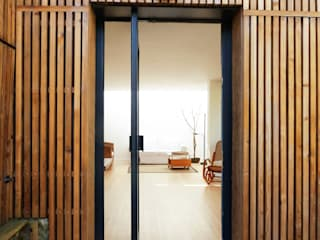 Casas de estilo minimalista de AADD+ Minimalista
