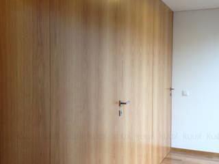 KUUK Modern corridor, hallway & stairs Wood Wood effect