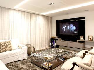 Projeto Anual Design - Apartamento Park Sul: Salas multimídia  por Ana Valeria Valle ,Moderno