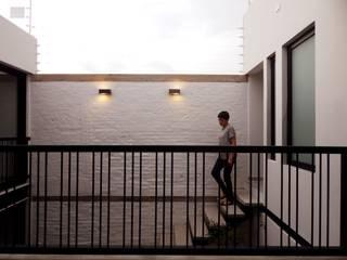 Casa PV Pasillos, vestíbulos y escaleras minimalistas de Boquer 3 Minimalista