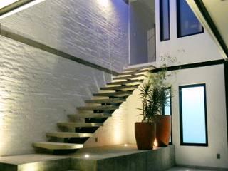 Boquer 3 工業風的玄關、走廊與階梯