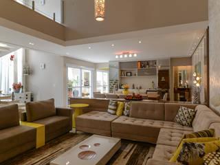 غرفة المعيشة تنفيذ LAM Arquitetura | Interiores