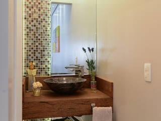 Salle de bains de style  par LAM Arquitetura | Interiores, Moderne