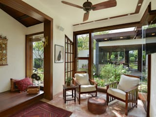 Juanapur Farmhouse de monica khanna designs Moderno