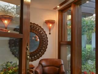 Juanapur Farmhouse:  Living room by monica khanna designs