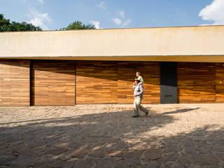 Casas estilo moderno: ideas, arquitectura e imágenes de TAAR / TALLER DE ARQUITECTURA DE ALTO RENDIMIENTO Moderno