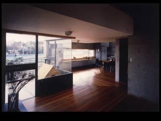 今井ハウス   IMAI House: 伊藤邦明都市建築研究所が手掛けたリビングです。,モダン