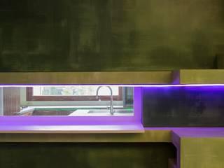 39-7 House: Sala da pranzo in stile  di officinaleonardo, Moderno
