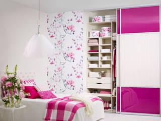 Elfa Deutschland GmbH ห้องนอนWardrobes & closets ไม้ผสมพลาสติก White
