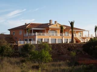 Thermal Insulation - A RenoBuild Algarve Casas de estilo mediterráneo