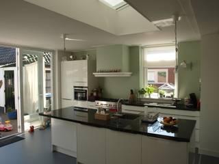 Open keuken:  Keuken door Delta architectuur