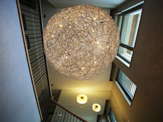SNC HOUSE Modern corridor, hallway & stairs by Esra Kazmirci Mimarlik Modern