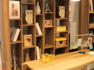 Mesa de Estudos por Cromalux Sistemas de Iluminação Ltda Moderno