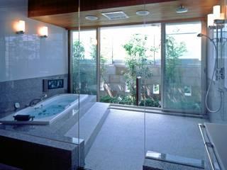Phòng tắm phong cách chiết trung bởi AMO設計事務所 Chiết trung