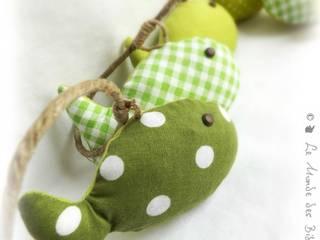 Guirlande de décoration chambre d'enfant, bébé . Poissons tissus vert sur corde brut.Originale, unique. par Le Monde des Bibbous Minimaliste