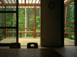Balcones y terrazas de estilo rural de スタジオ・ベルナ Rural