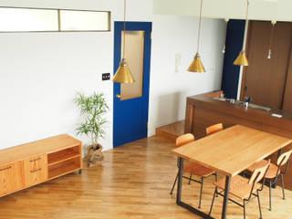 现代客厅設計點子、靈感 & 圖片 根據 株式会社K's建築事務所 現代風